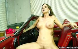 Divine mature girlfriend Syren Demer gladly gives a seductive oral-service job