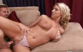 Strong man has angelic blond mature Carolyn Reese's taco to fuck and slam down