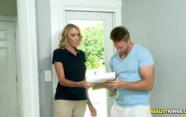 Savory blond Brynn Hunter takes a thick slim jim in doggystyle