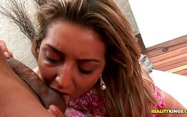 Overwhelming mature blond woman Pryscila Brandao gives an eager orall-service