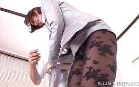 Awesome older Akari Asahina vigorously impales her trimmed cuchy on a hard pole