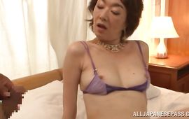Lascivious mature Kei Marimura gives a orall-service previous to sitting on a sausage