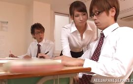 Stylish mature playgirl Yui Ooba wants to seduce her talented male