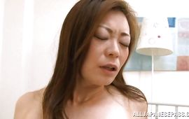 Insatiable mature floosy reaches a big and hard orgasm