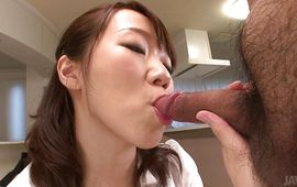 Lusty Hitomi Oki knows how to kindle her stranger