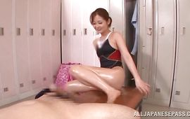 Divine Rina Ishihara blows playmate's hard chili dog
