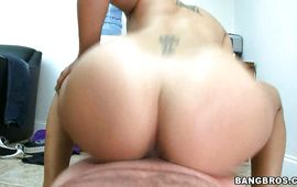 Cunning Anastaysha is avid to experience a 1st fuck with her pussy tester