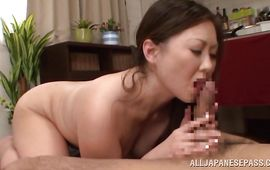 Enticing mature diva needs a slim jim in her mouth