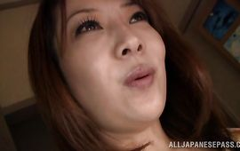 Appetizing cougar is about to have casual sex with dude who cummed to her