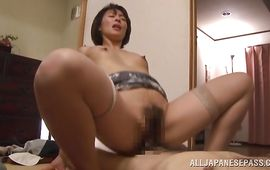 Swingeing gf Hisae Yabe gets her juicy fanny satisfied