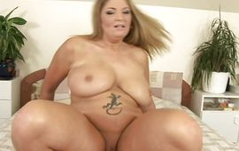 Sinful blond mother i'd like to fuck Claudia rapidly impales her juice cooter on the hard love rocket