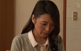 Pleasant mature Yukie Mizukami eagerly sucks a thick jock
